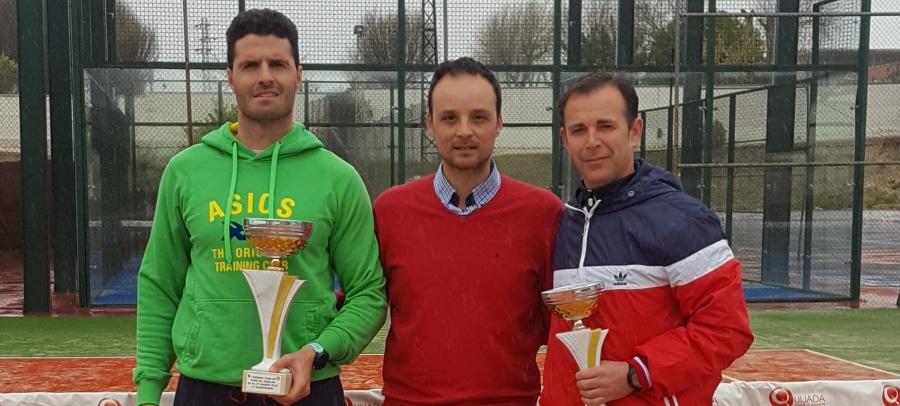 Kiko Arrebola, ganador del I Torneo de Tenis de Aguilar