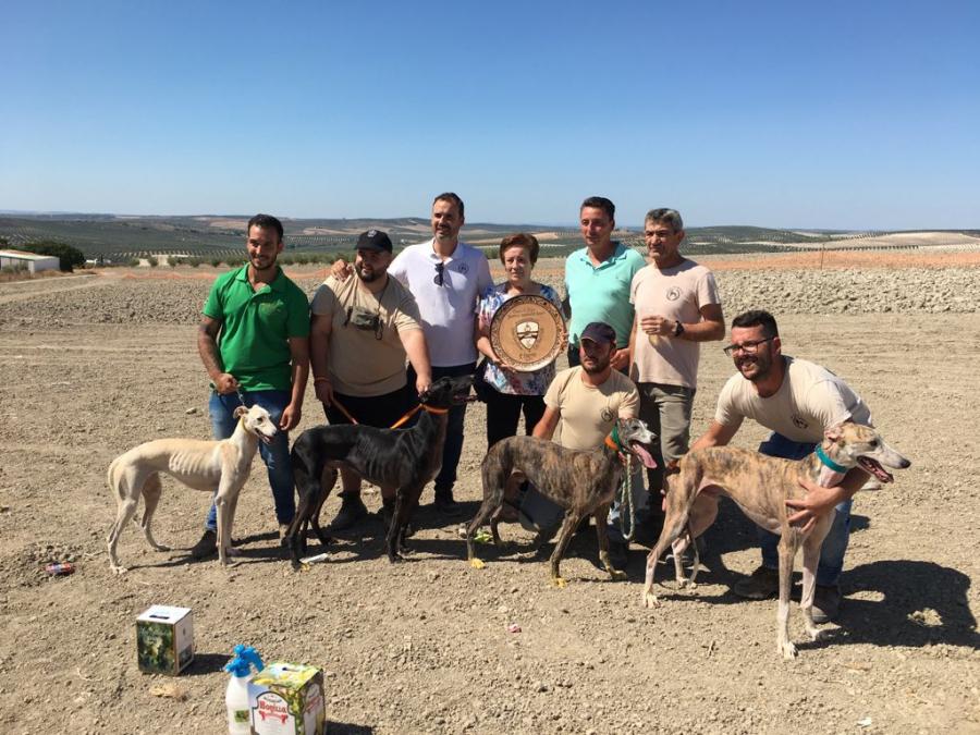 Antonio Lastre y su perro Hazard ganan la I Carrera Local de Galgos 'Demófilo Berenguer Jurado'