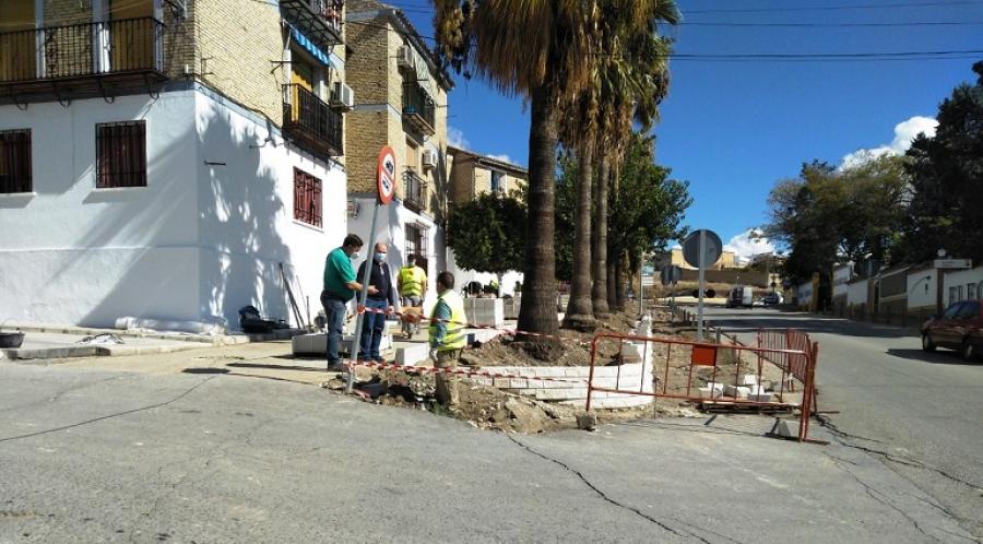 El Ayuntamiento de Aguilar continúa adecentando la Avenida Antonio Sánchez
