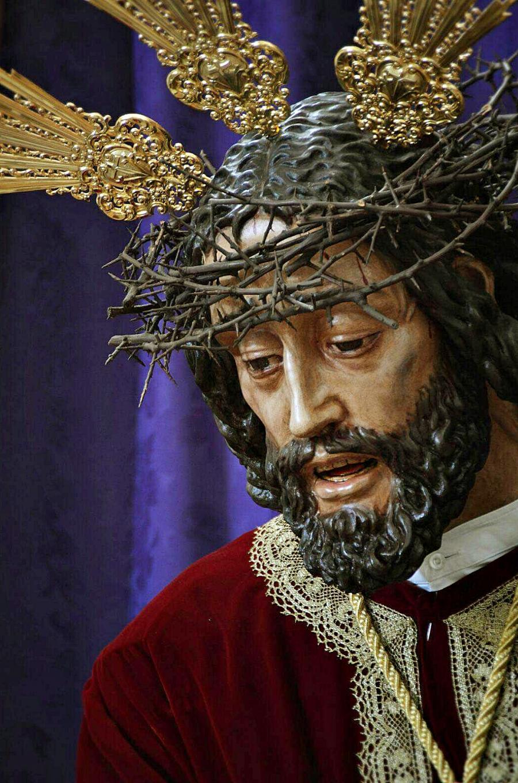 25 años abrazado a su cruz camino del Calvario