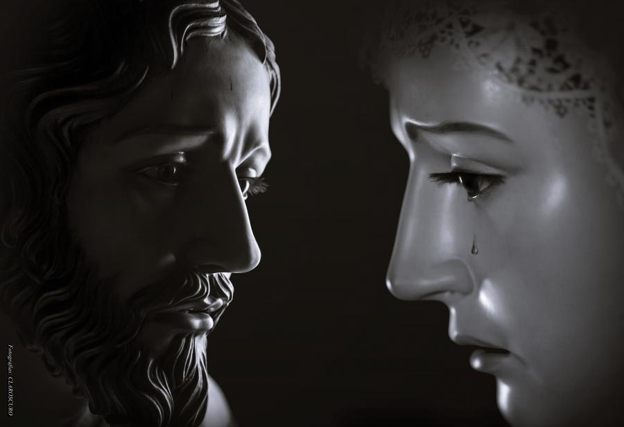Oración y Rosario hacia la Iglesia de las Madres Carmelitas Descalzas